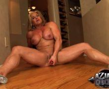 Wanda Moore playing with dildo – Muscle porn