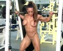 Muscle girl Denise naked workout