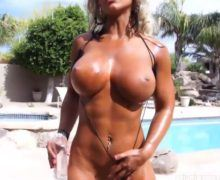 Naked muscle girl Megan Avalon