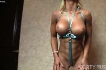 Nude fitness model Megan Avalon Gets Dirty