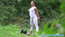 Yoga porn – Brunette babe gets fucked outdoors in her yoga pants