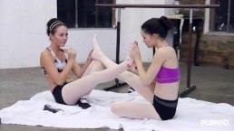Pale ballerinas eating pussy HD