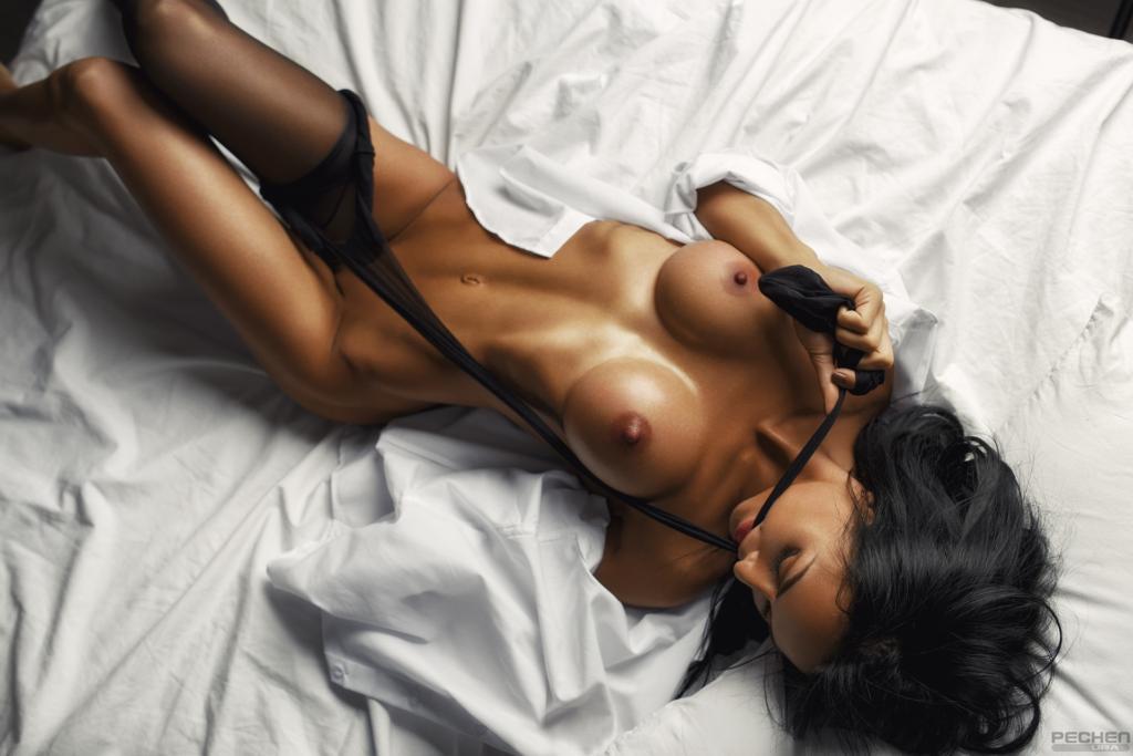 Nude tamila