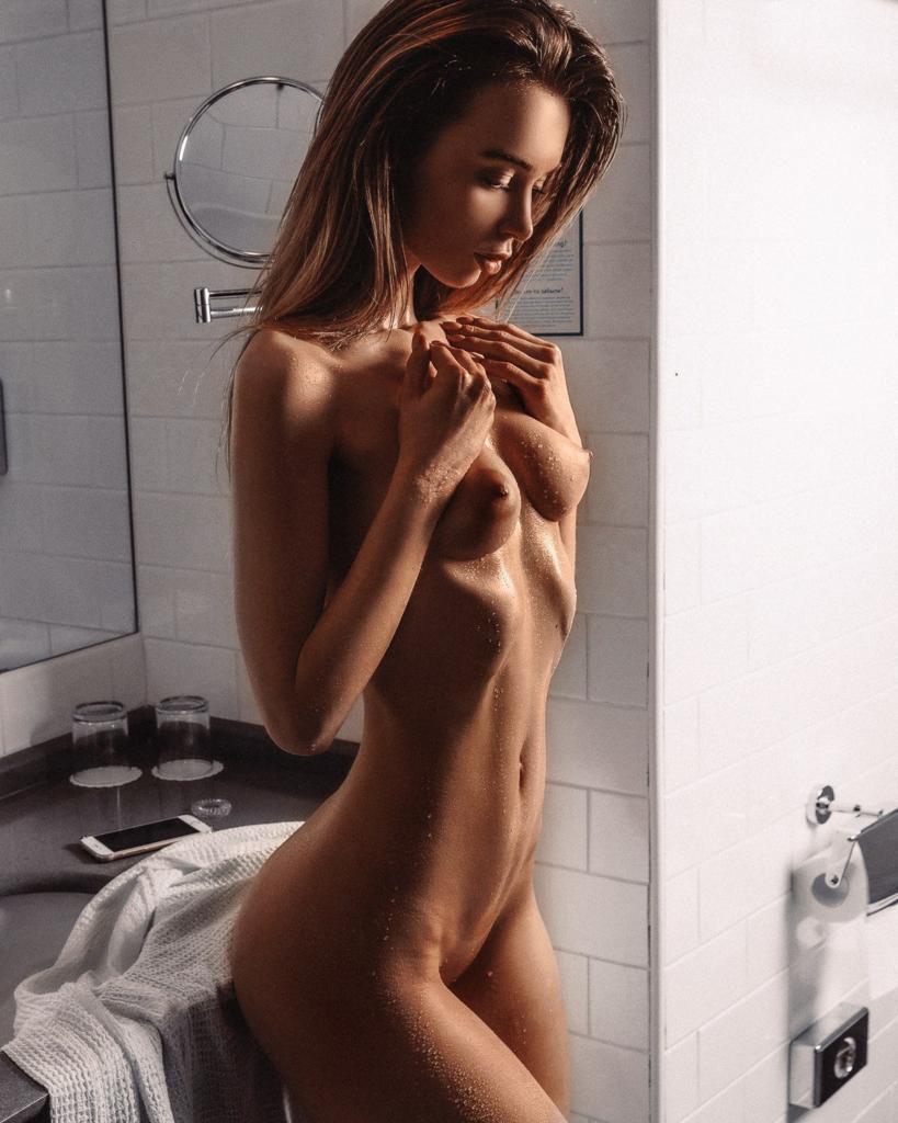naked (64 photo), Sexy Celebrites pics