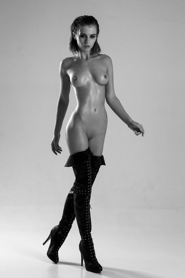 Marta nackt