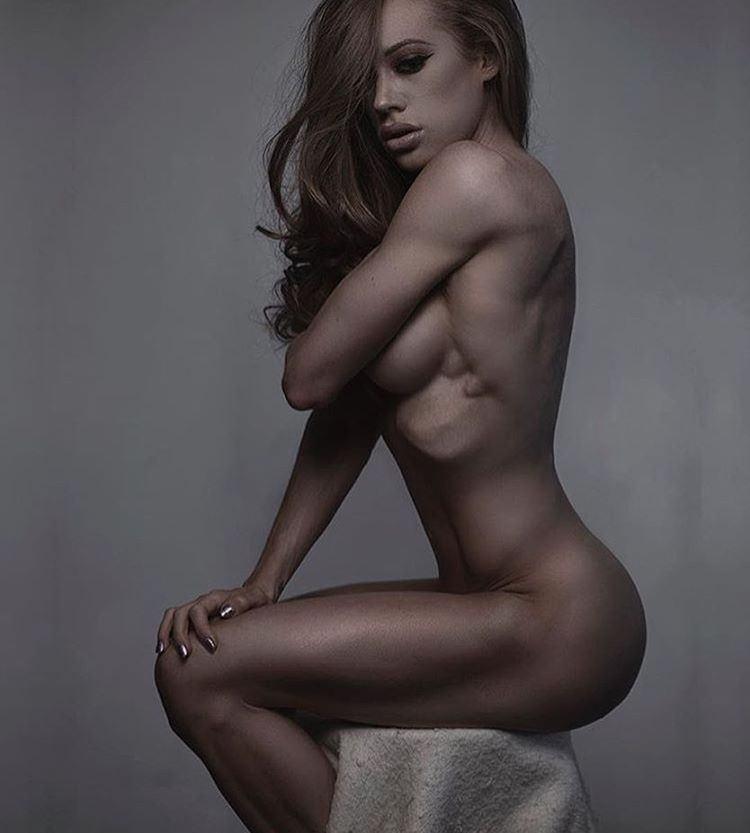 Samantha a nude