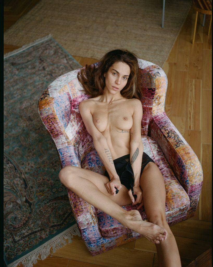 Louisa Clein  nackt