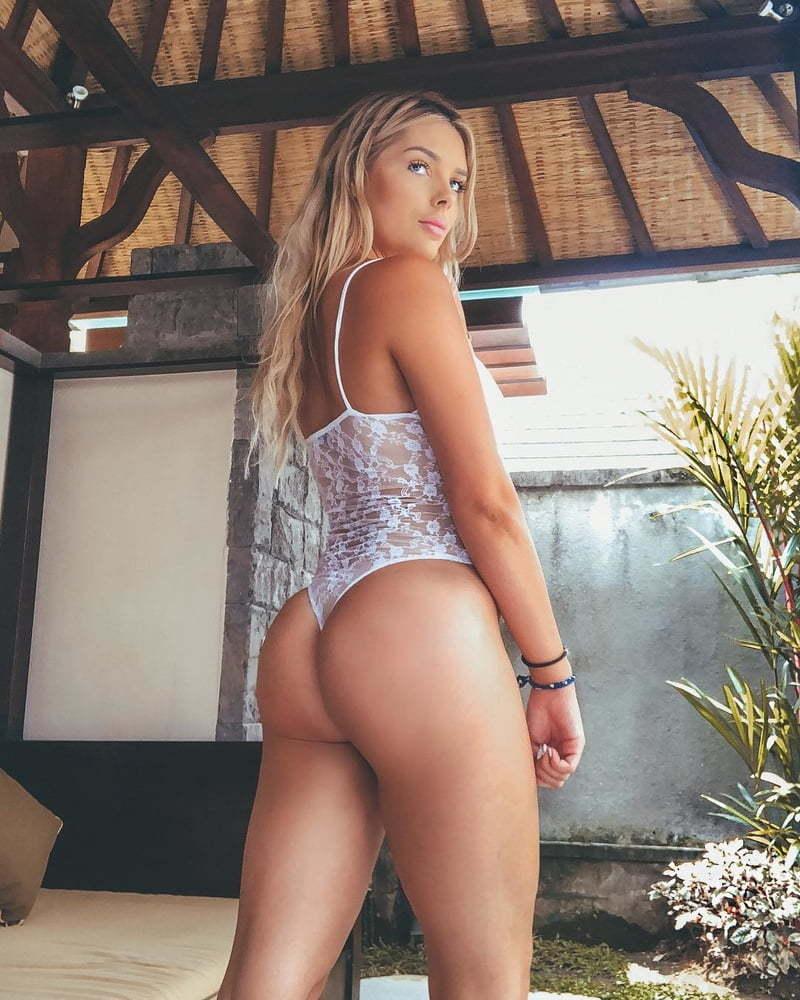 Sarah Harris  nackt