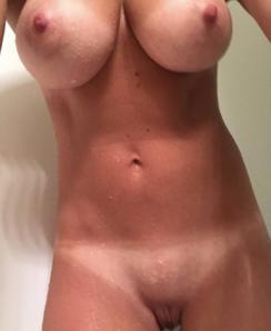 Amateur igethimhard nude & fit