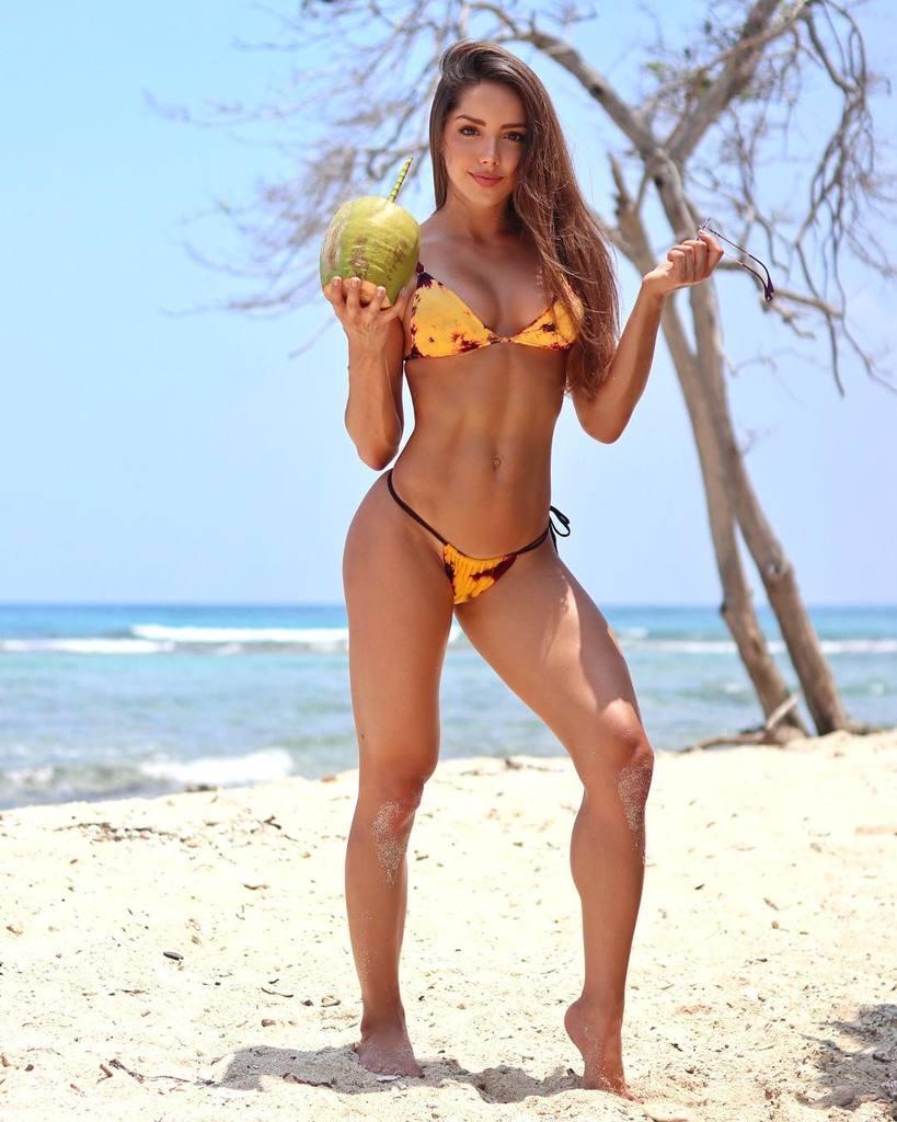 Silvana Araujo fit & sexy