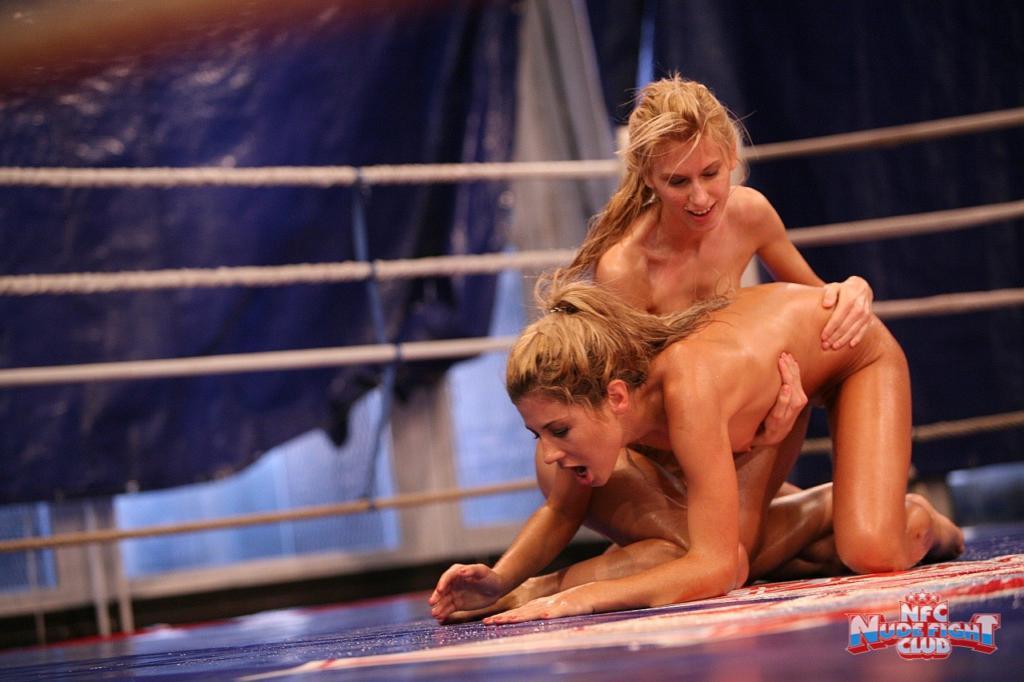 lesbiyanki-bitva-video-porno-onlayn-roliki-na-publike