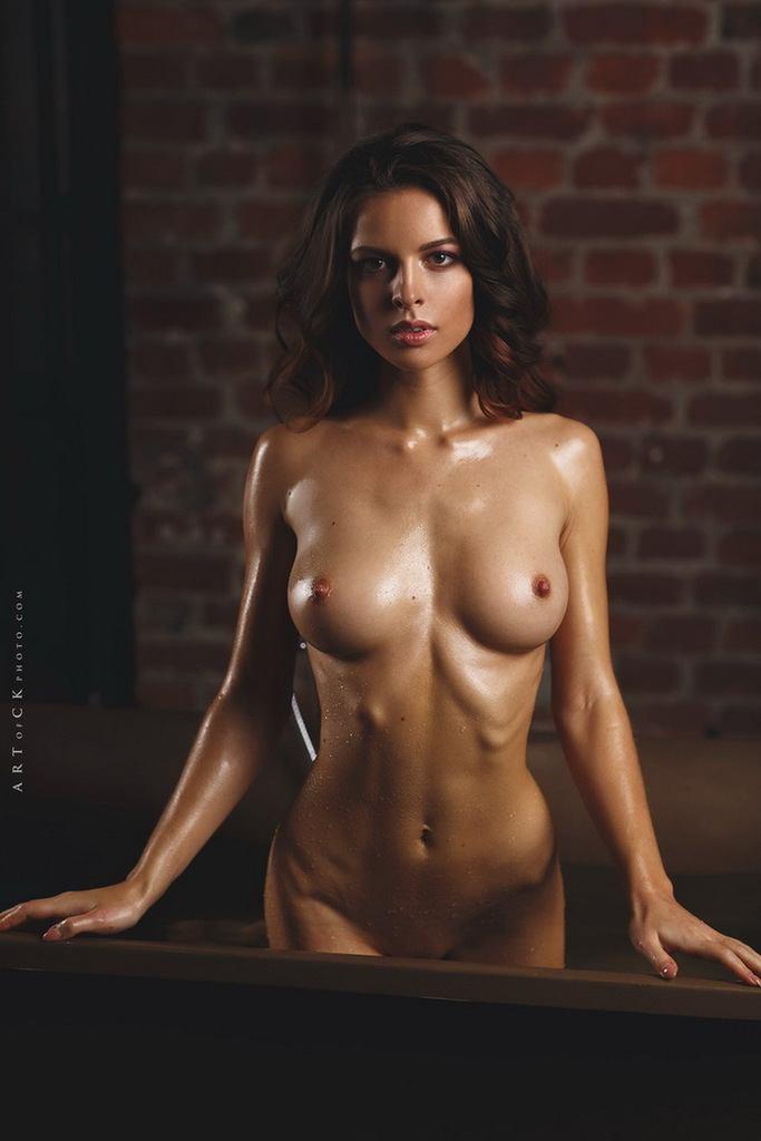 Julia Nude