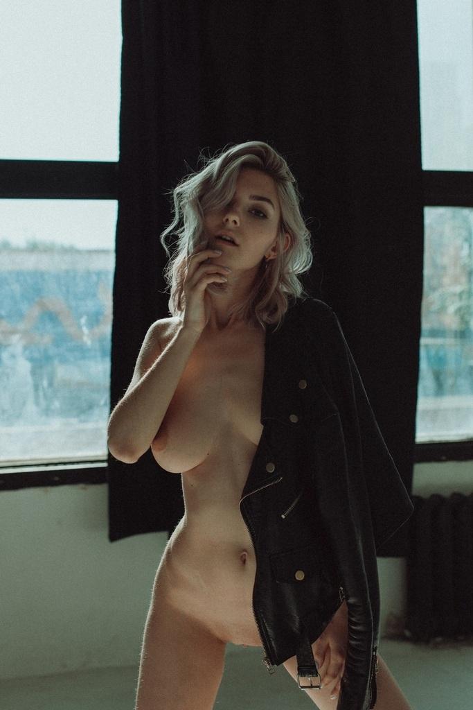 Eva Elfie 4