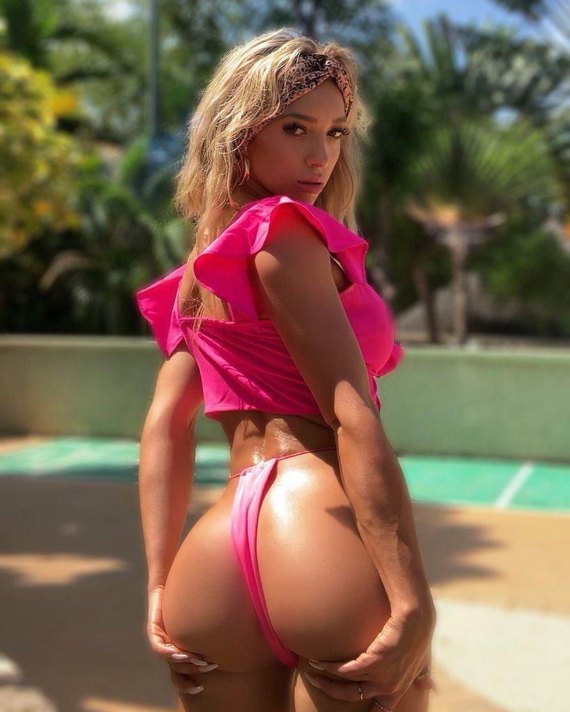 Nackt Katie Adler  Katie Adler
