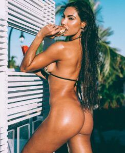 Nicole Amato nude