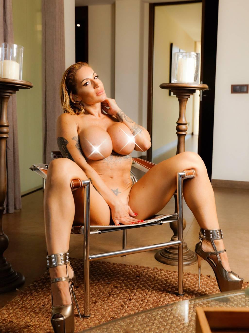 Victoria lomba naked