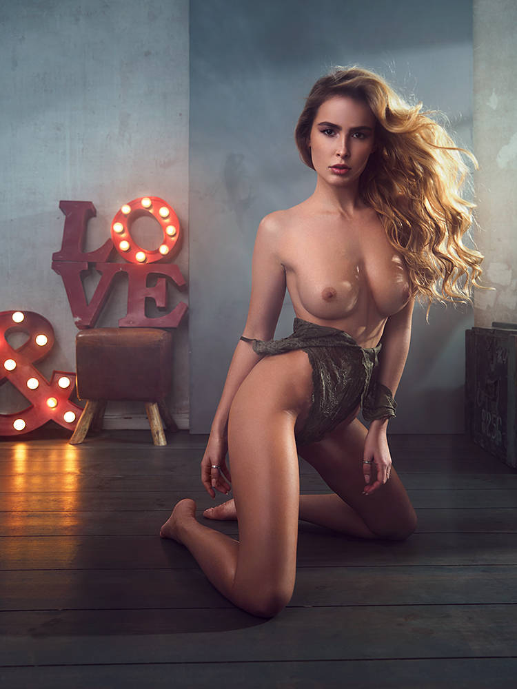 Elena Kamperi Naked