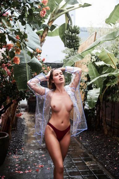 Elena Kamperi Nude