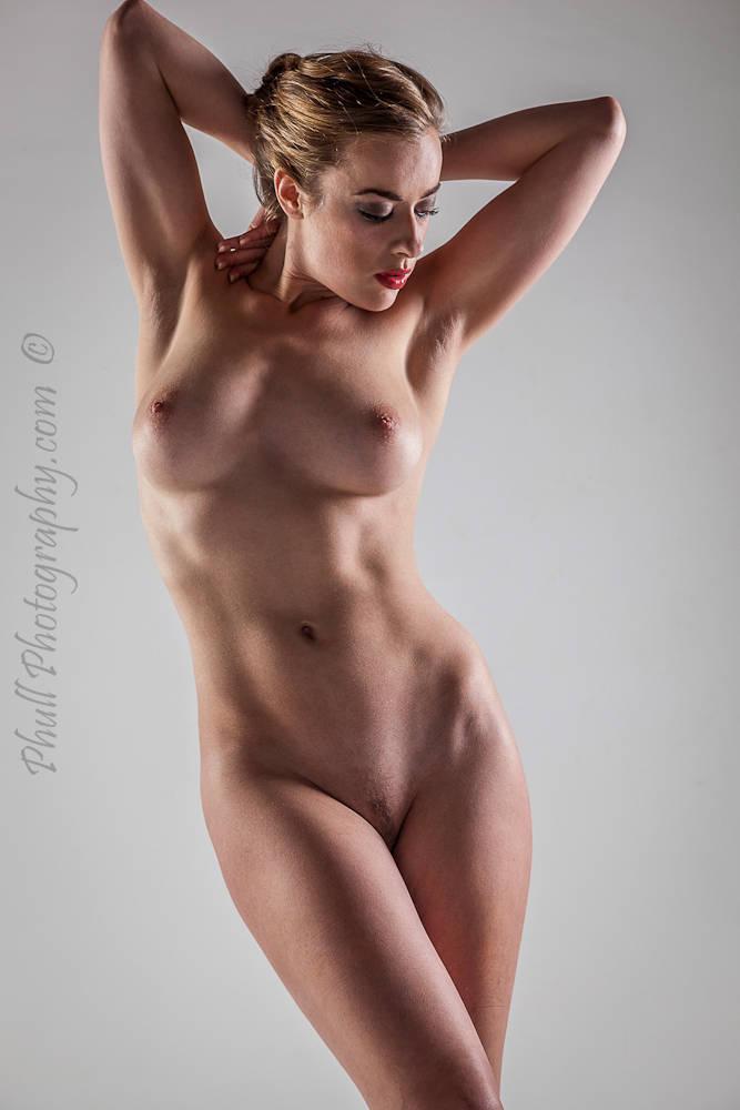 Rosa Brighid  nackt