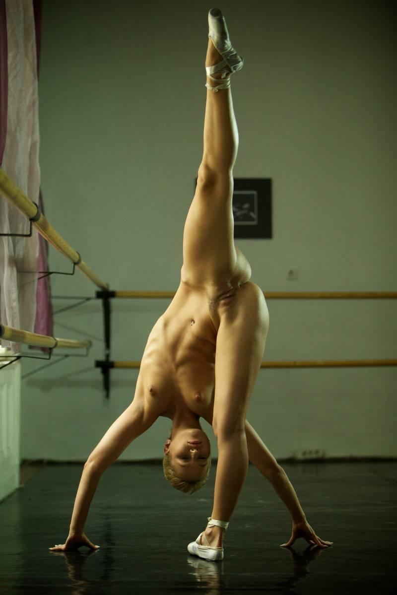 Nackt ballerina Nude ballet