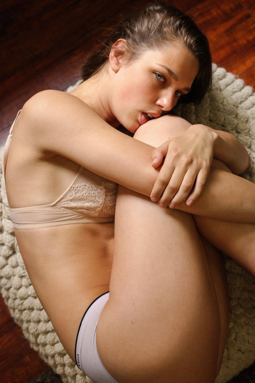 Aspen maye nackt