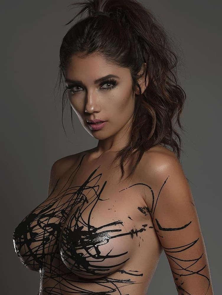 Diana Vazquez  nackt