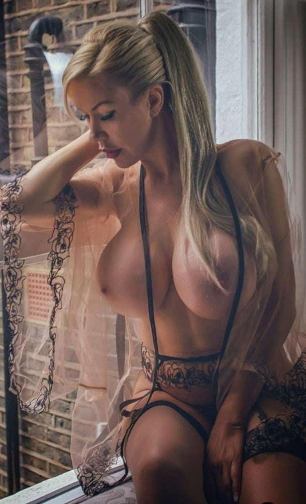 amazon amanda nackt