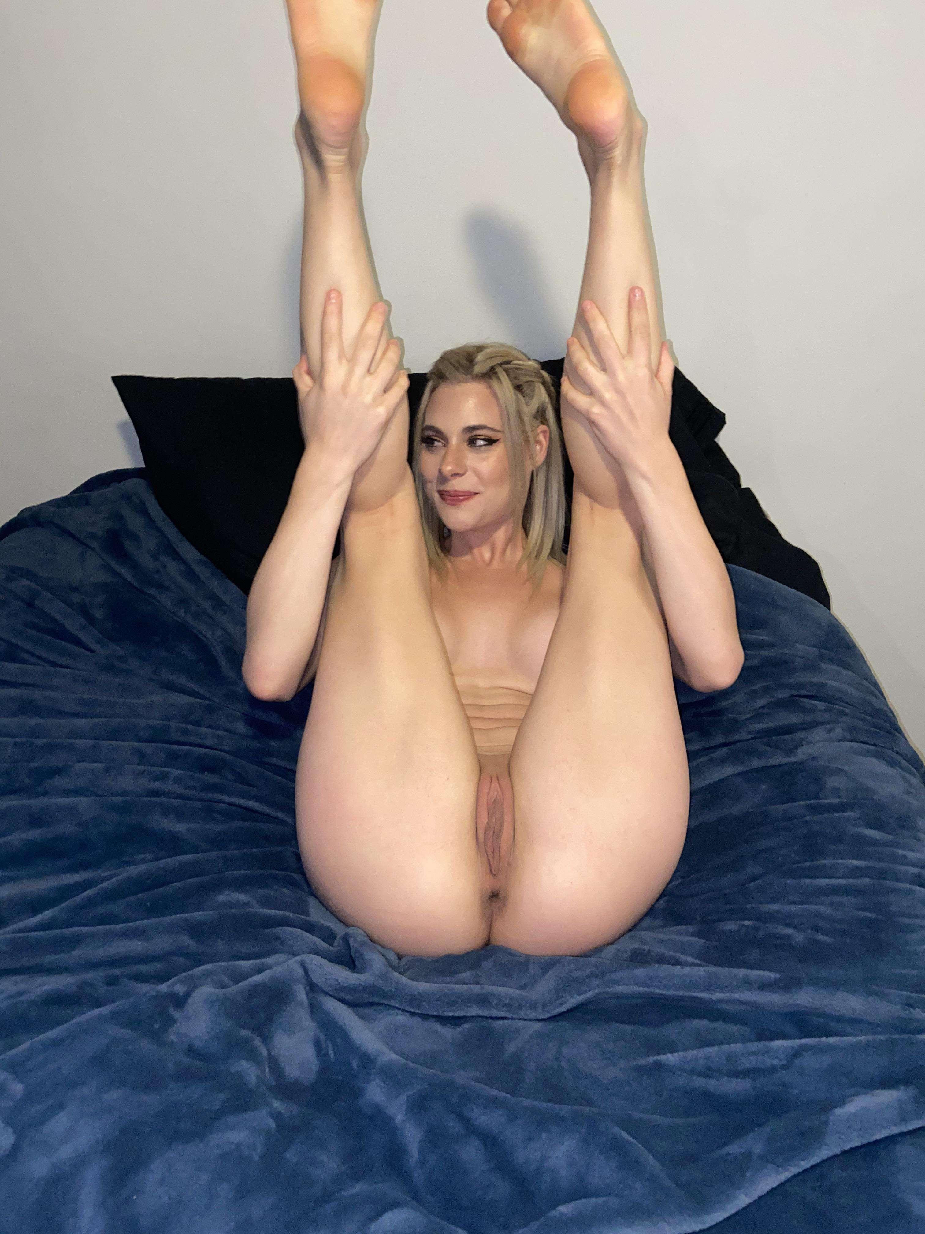 https://fitnakedgirls.com/wp-content/uploads/2020/10/FitNakedGirls.com-Livi-Mawie-nude-19.jpg